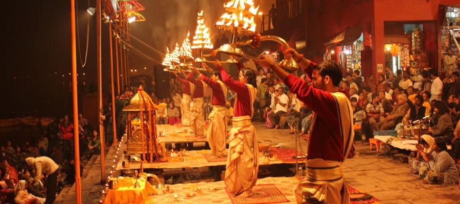 Evening_Ganga_Aarti_at_Dashashwamedh_Ghat